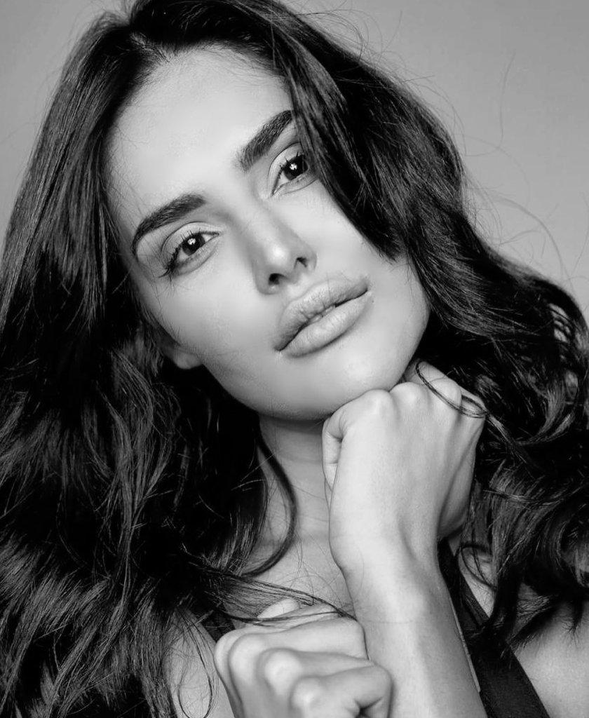 37+ Glamorous Photos of Nathalia Kaur 17