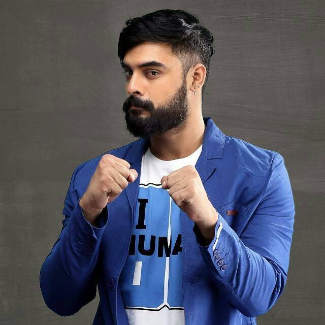 Tovino Thomas Wiki, Age, Family, Movies, HD Photos, Biography, and More 86