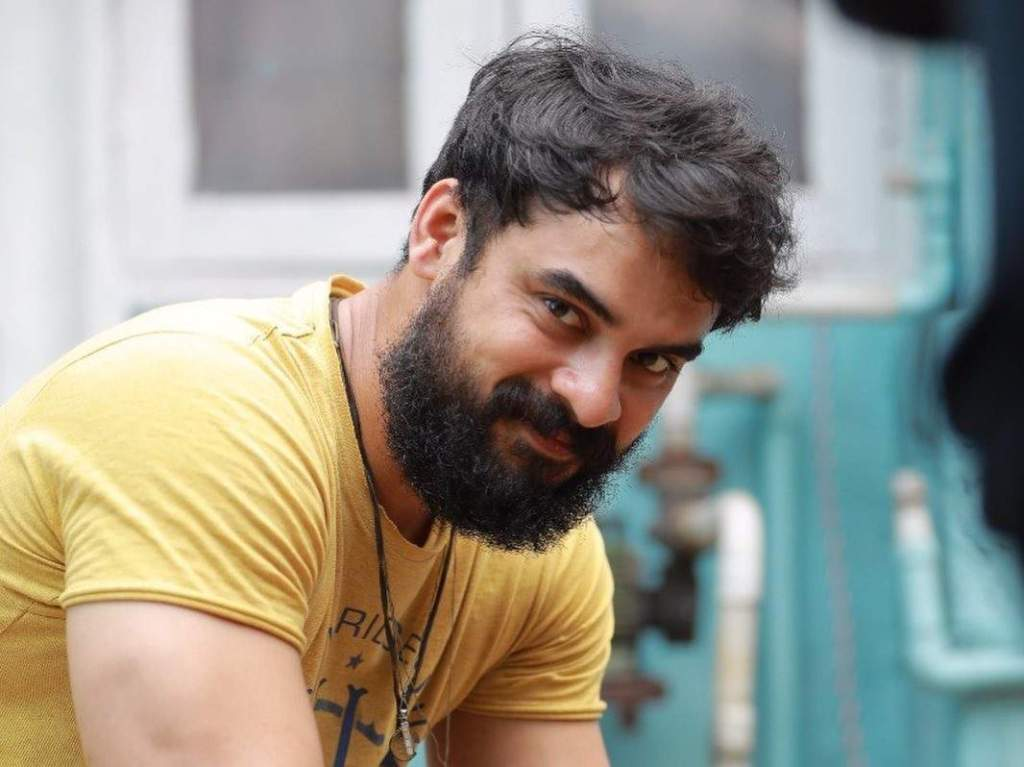 Tovino Thomas Wiki, Age, Family, Movies, HD Photos, Biography, and More 2