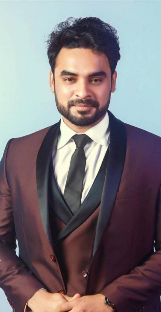Tovino Thomas Wiki, Age, Family, Movies, HD Photos, Biography, and More 94