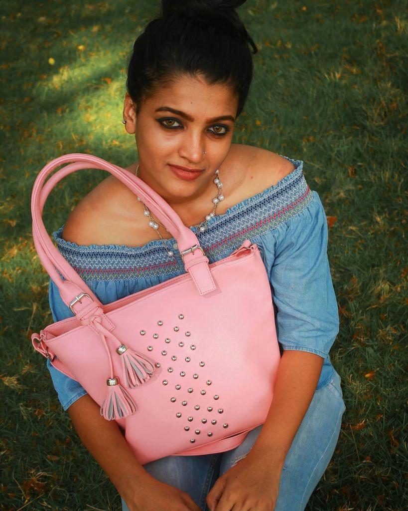Aishwarya Rai's doppelganger, Kerala Tik Tok Star Amrutha Saju Gorgeous Photos 51