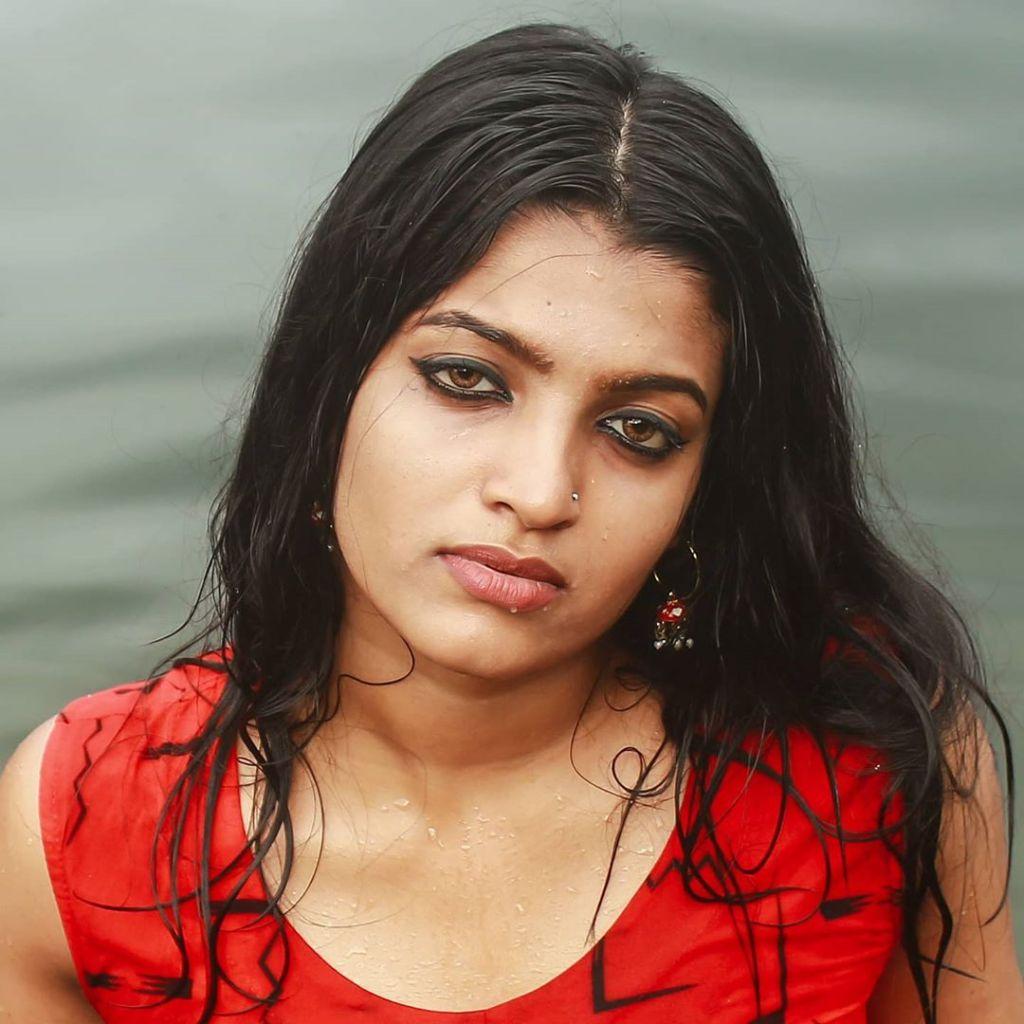 Aishwarya Rai's doppelganger, Kerala Tik Tok Star Amrutha Saju Gorgeous Photos 53