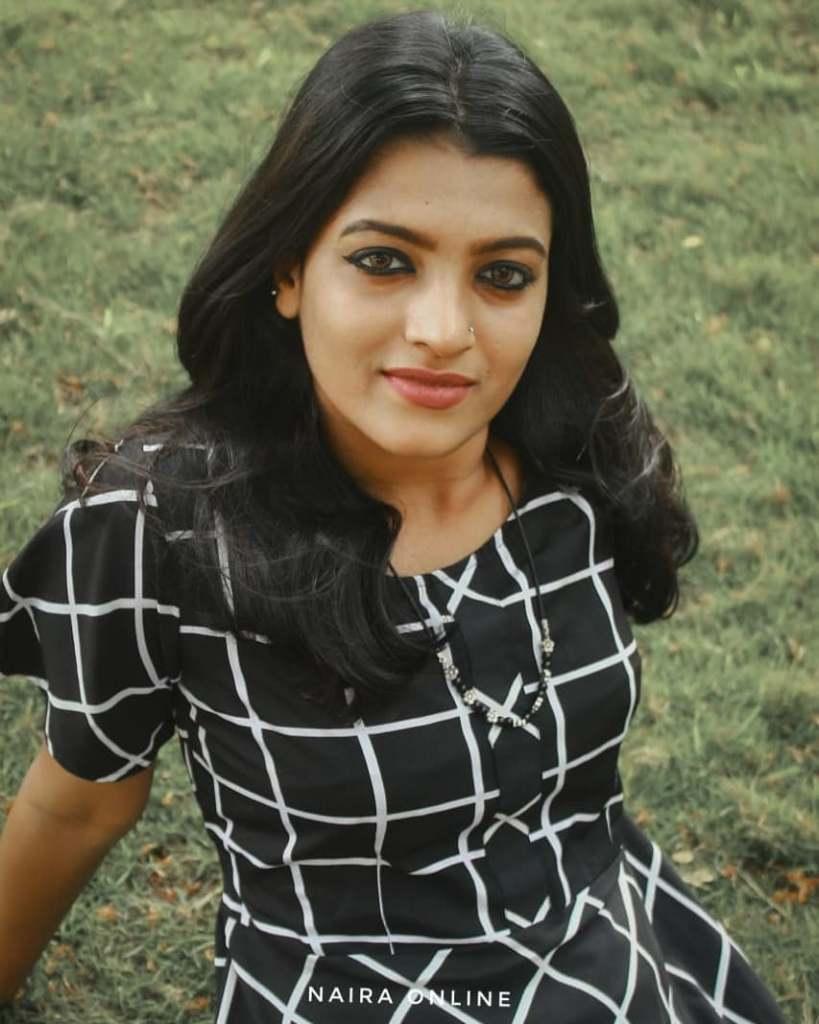 Aishwarya Rai's doppelganger, Kerala Tik Tok Star Amrutha Saju Gorgeous Photos 54