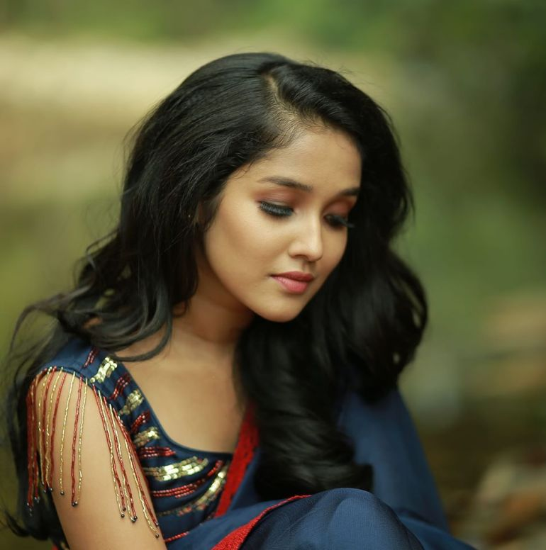 Anikha Surendran Wiki, Age, Biography, Movies and Beautiful Photos 10