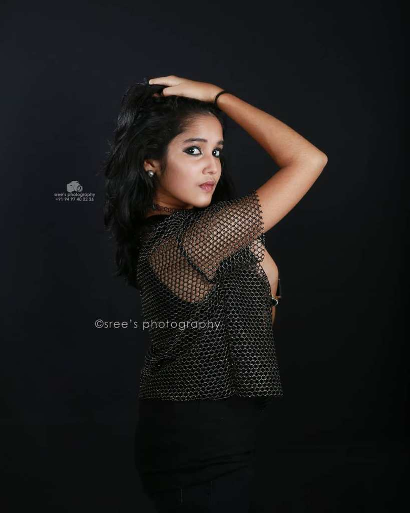 Anikha Surendran Wiki, Age, Biography, Movies and Beautiful Photos 14