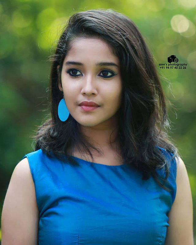 Anikha Surendran Wiki, Age, Biography, Movies and Beautiful Photos 19