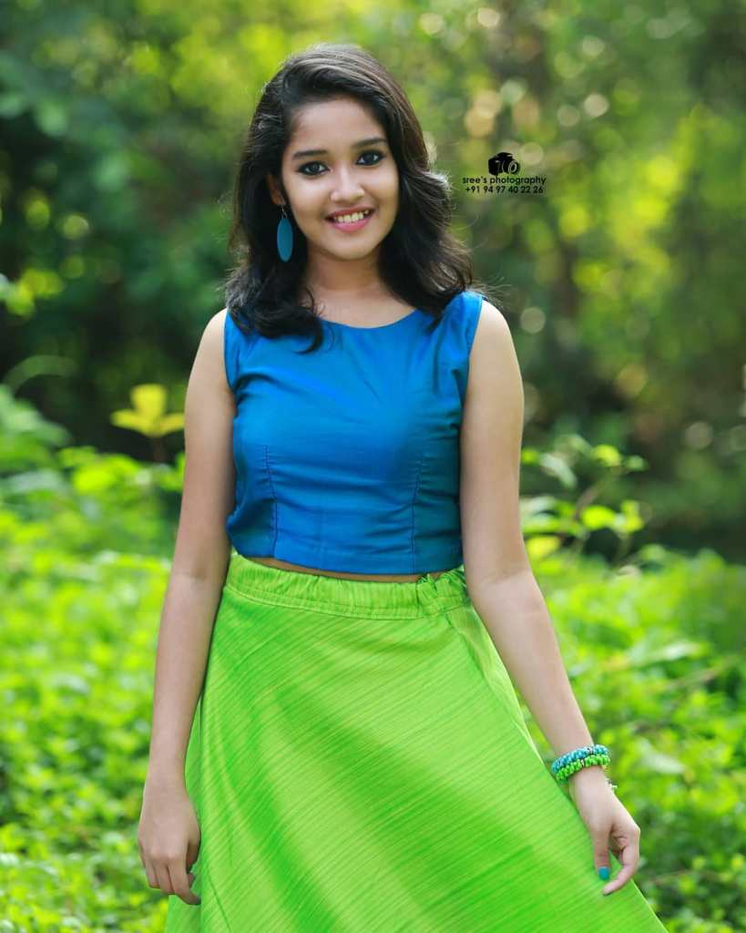 Anikha Surendran Wiki, Age, Biography, Movies and Beautiful Photos 21