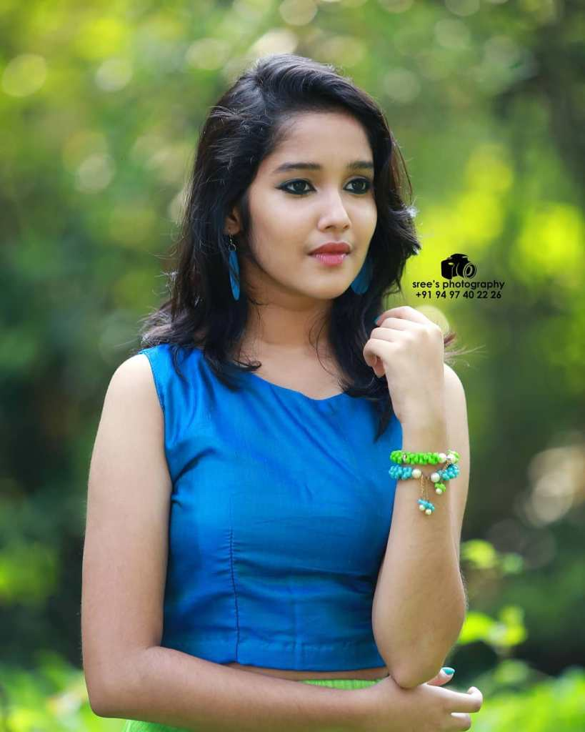 Anikha Surendran Wiki, Age, Biography, Movies and Beautiful Photos 24