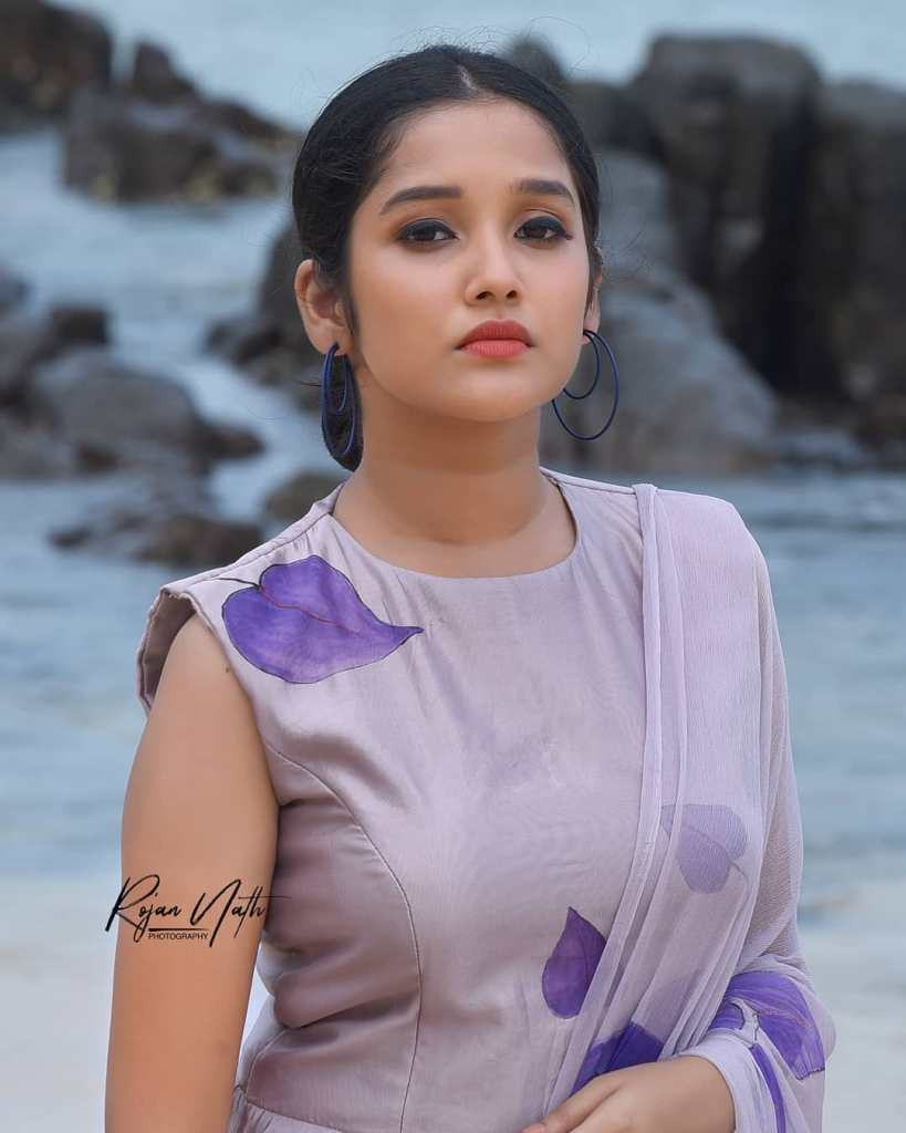 Anikha Surendran Wiki, Age, Biography, Movies and Beautiful Photos 5