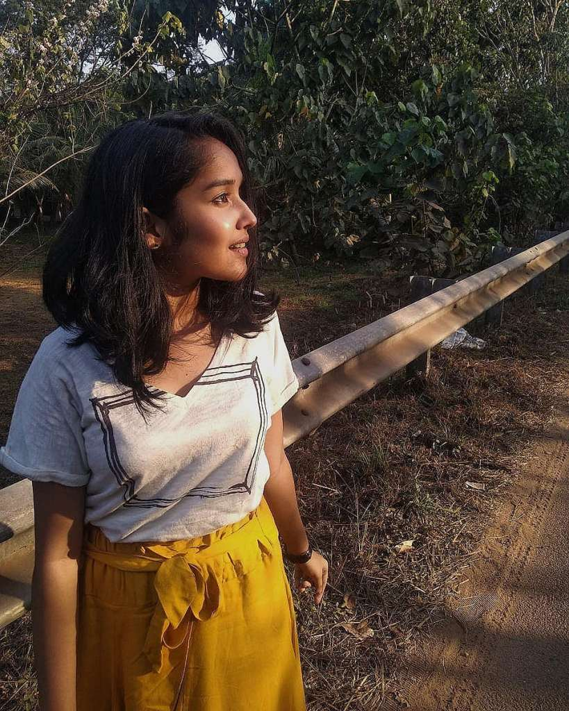 Anikha Surendran Wiki, Age, Biography, Movies and Beautiful Photos 8