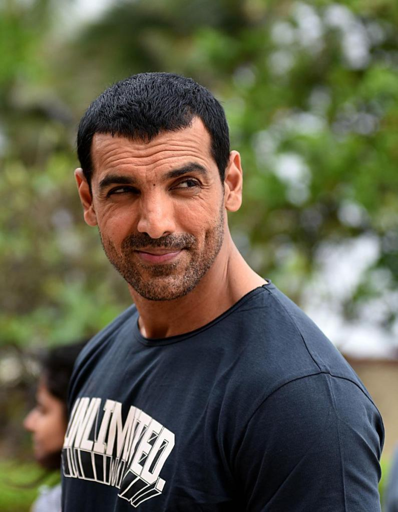 John Abraham Wiki, Age, Family, Movies, HD Photos, Biography, and More 10
