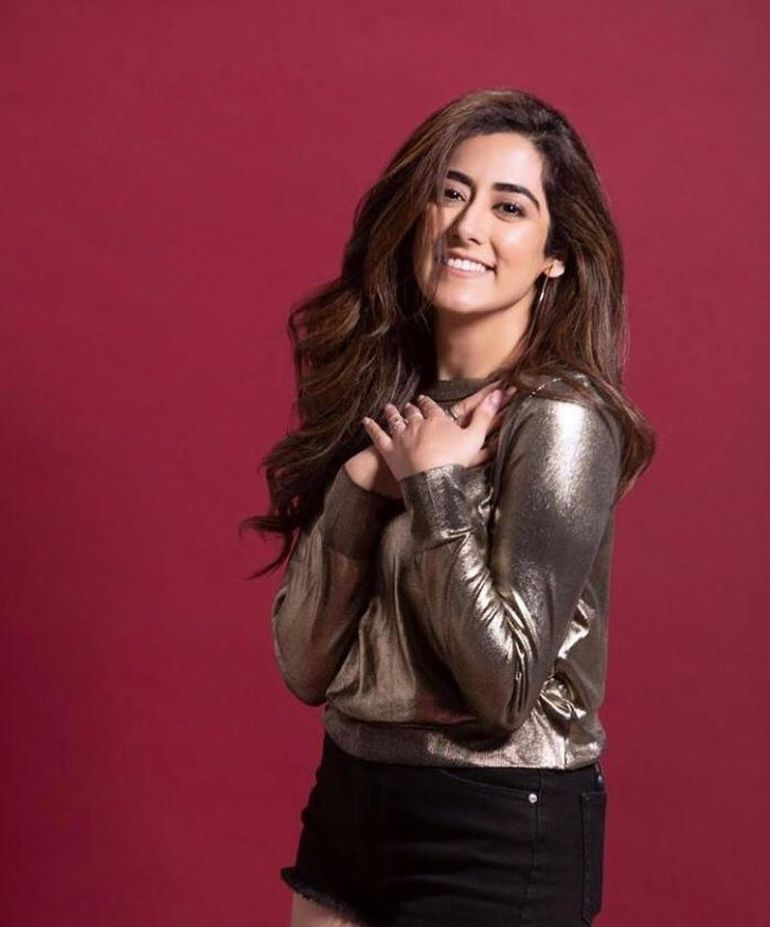 Jonita Gandhi Wiki, Age, Family, Movies, HD Photos, Biography, and More 89