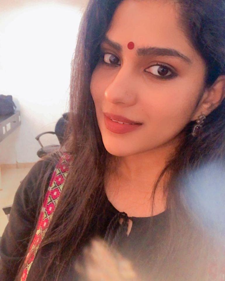 Swasika Vijay 27+ Beautiful Photos, Wiki, Age, Biography, and Movies 106