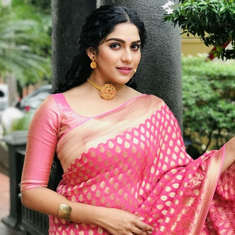 Swasika Vijay 27+ Beautiful Photos, Wiki, Age, Biography, and Movies 109