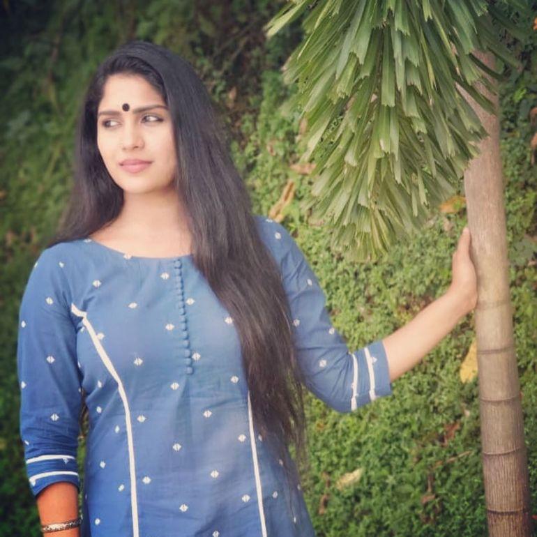 Swasika Vijay 27+ Beautiful Photos, Wiki, Age, Biography, and Movies 92