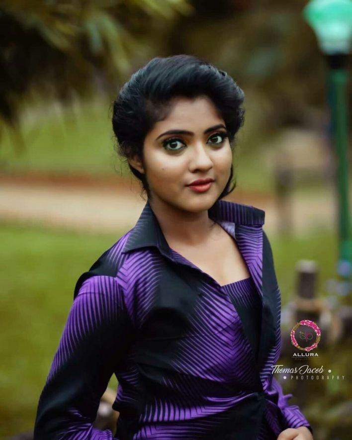 21+ Lovely Photos of Nandana Varma 5