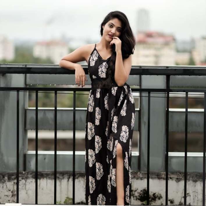 21+ Lovely Photos of Nandana Varma 3