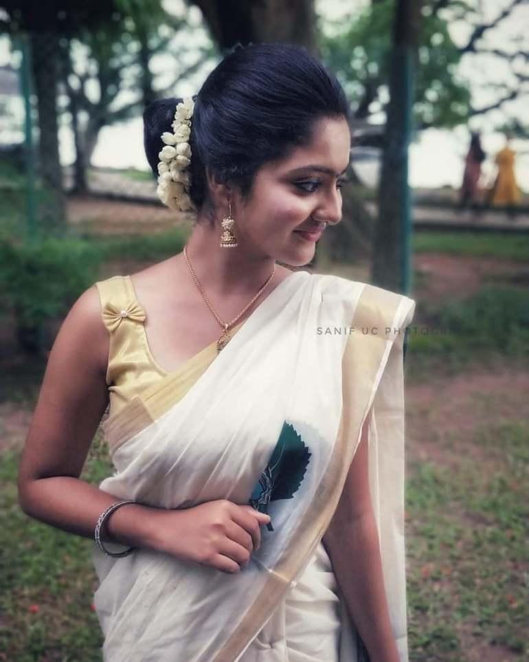 21+ Lovely Photos of Nandana Varma 9