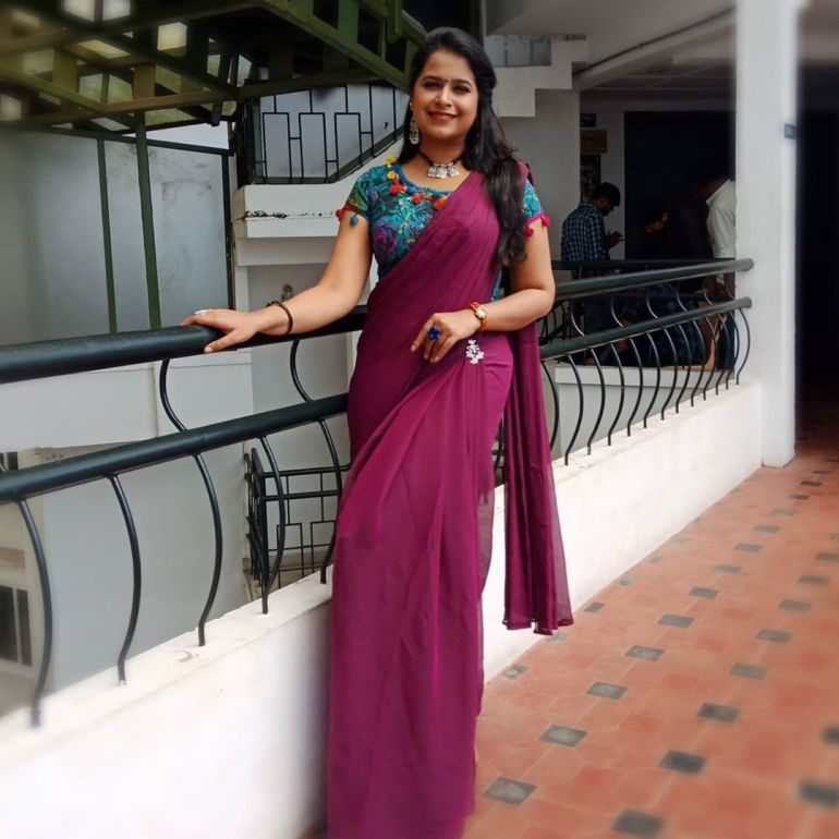 Sadhika Venugopal 39+ Beautiful Photos, Wiki, Age, Biography, and Movies 72
