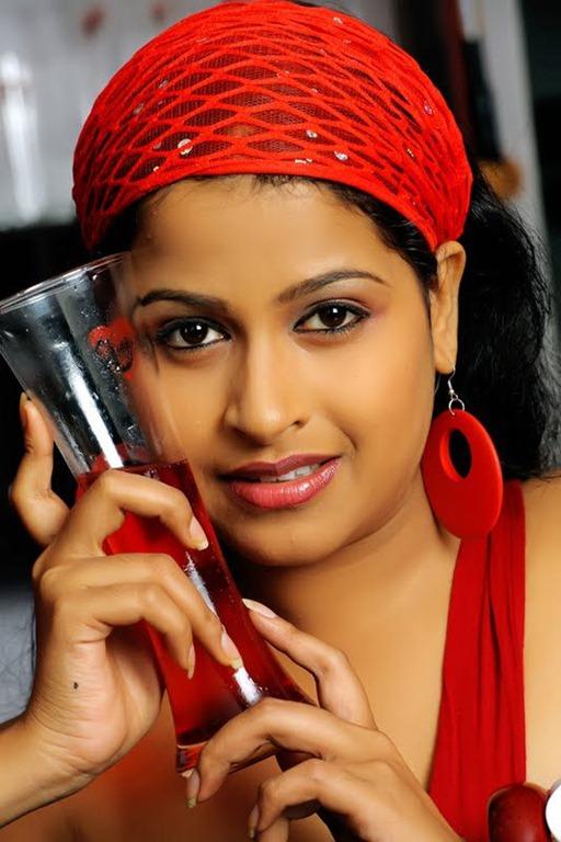 Sadhika Venugopal 39+ Beautiful Photos, Wiki, Age, Biography, and Movies 79