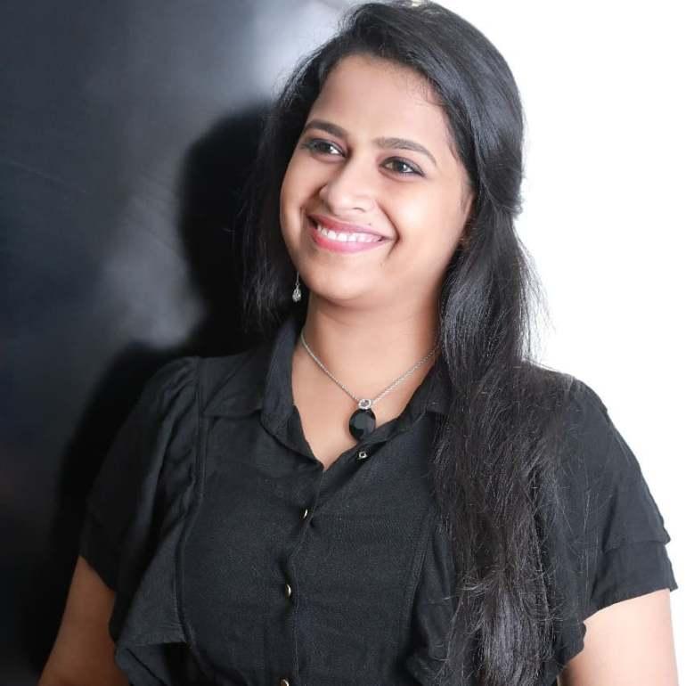 Sadhika Venugopal 39+ Beautiful Photos, Wiki, Age, Biography, and Movies 50