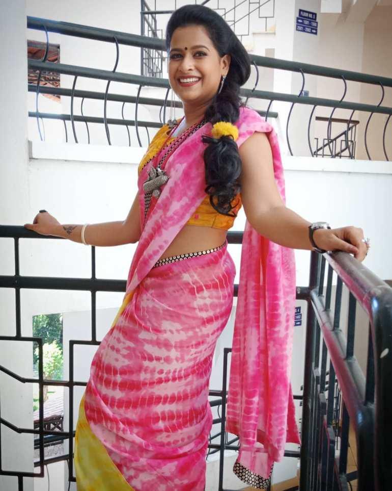 Sadhika Venugopal 39+ Beautiful Photos, Wiki, Age, Biography, and Movies 51