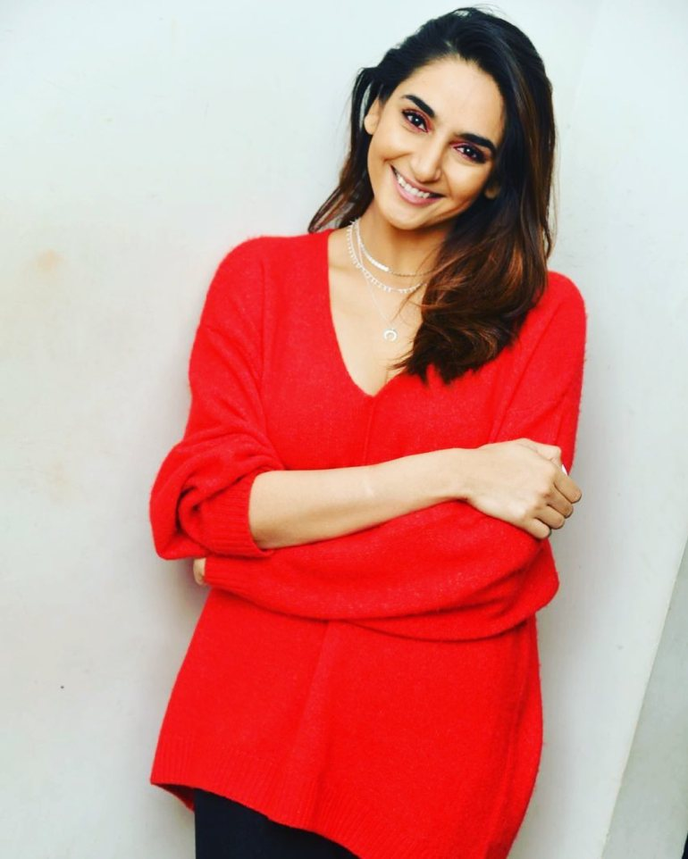 36+ Beautiful Photos of Ragini Dwivedi 33