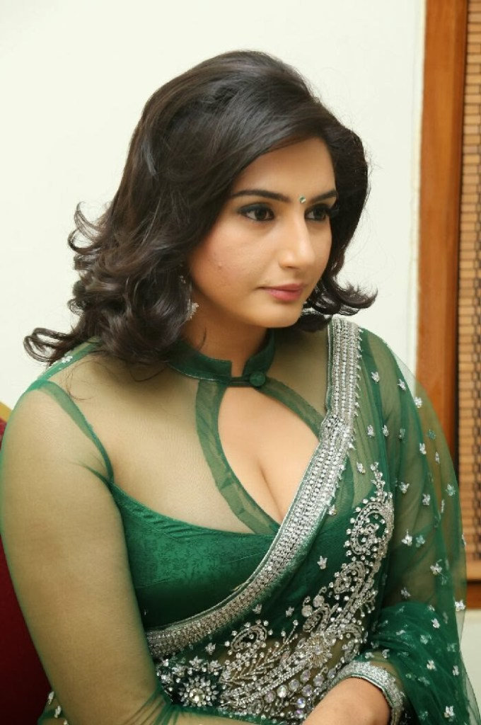 36+ Beautiful Photos of Ragini Dwivedi 9