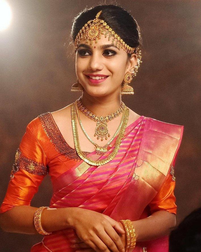 Deepa Thomas Gorgeous Photos, Biography, Wiki, Husband, Family, Instagram 42