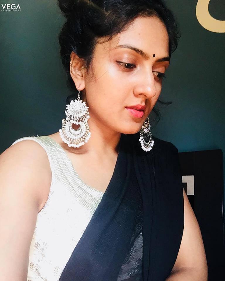 Sheela Kaur Wiki, Age, Biography, Movies, and Beautiful Photos and 110