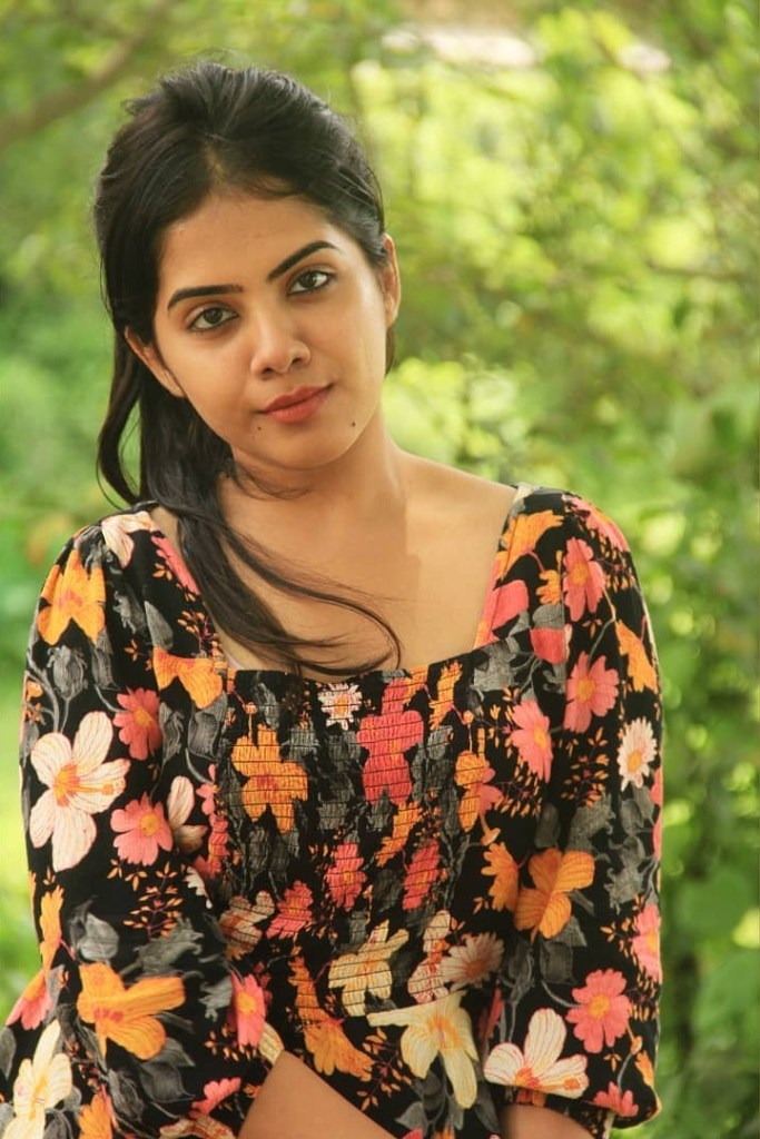 Vidhya Vijayakumar Stunning Photos, Biography, Wiki, Husband, Family, Instagram 24