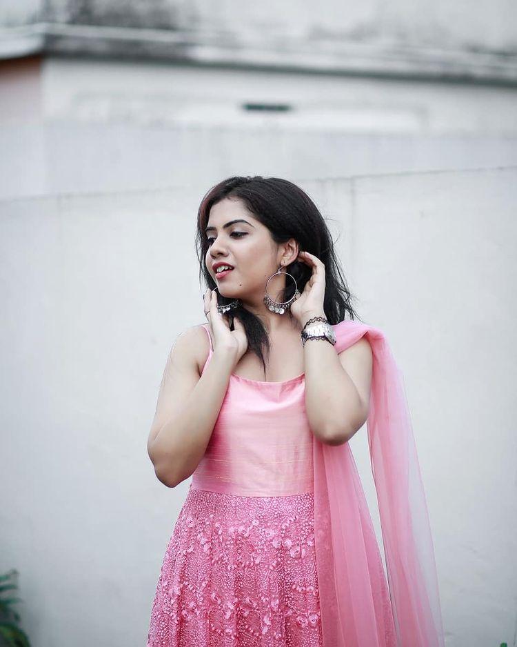 Vidhya Vijayakumar Stunning Photos, Biography, Wiki, Husband, Family, Instagram 35