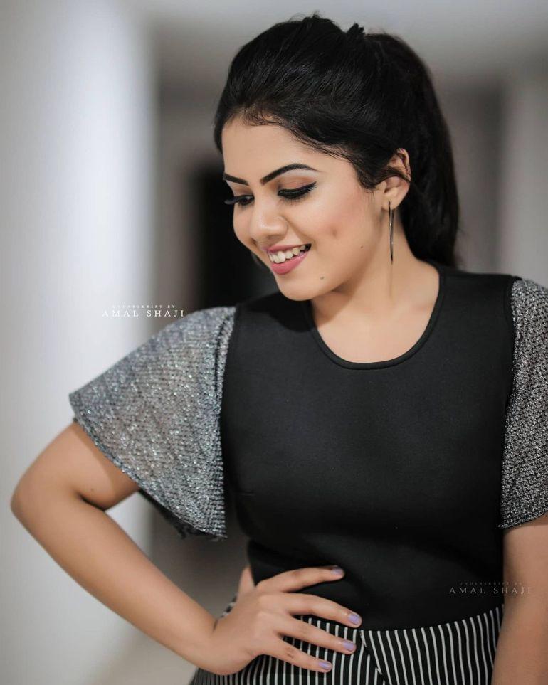 Vidhya Vijayakumar Stunning Photos, Biography, Wiki, Husband, Family, Instagram 42