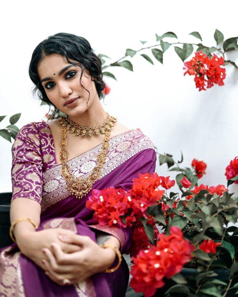 Saniya Iyappan Wiki, Age, Boyfriend, Movies, Family, Biography & beautiful Photos 23