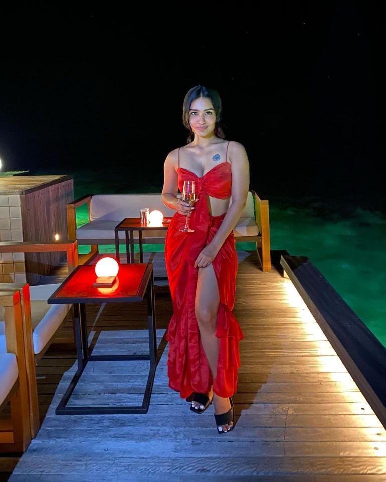 Saniya Iyappan Wiki, Age, Boyfriend, Movies, Family, Biography & beautiful Photos 29
