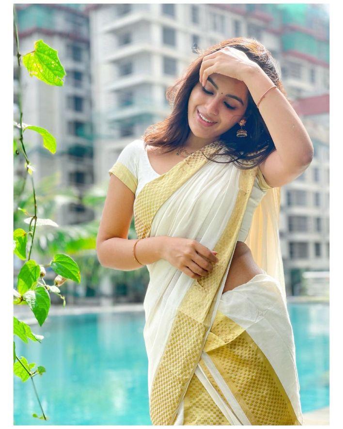 Samyuktha Menon Wiki, Age, Boyfriend, Movies, Family, Biography & Gorgeous Photos 33