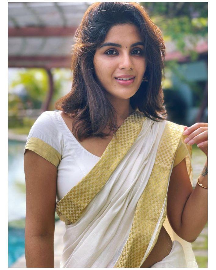 Samyuktha Menon Wiki, Age, Boyfriend, Movies, Family, Biography & Gorgeous Photos 36