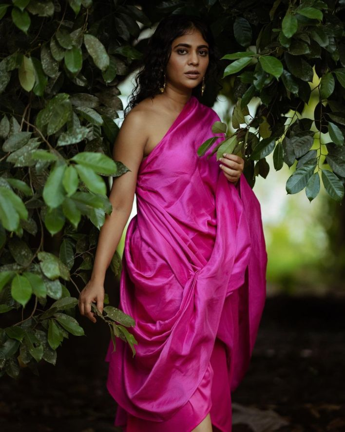 Srindaa/ Srinda 24+ Top Glamorous Photos 11