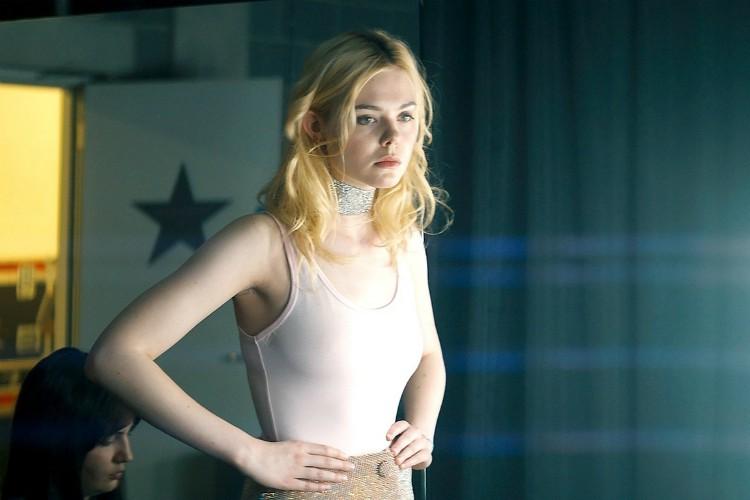 The Nightingale oyuncusu Elle Fanning