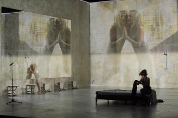 """Εικονοκλαστική παράσταση """"Φαίδρες"""" – Ιζαμπέλ Ιπέρ"""