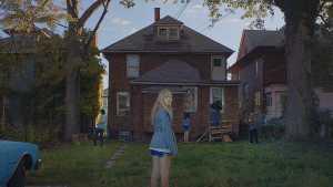 it-follows-movie-maika-monroe-abandoned-house