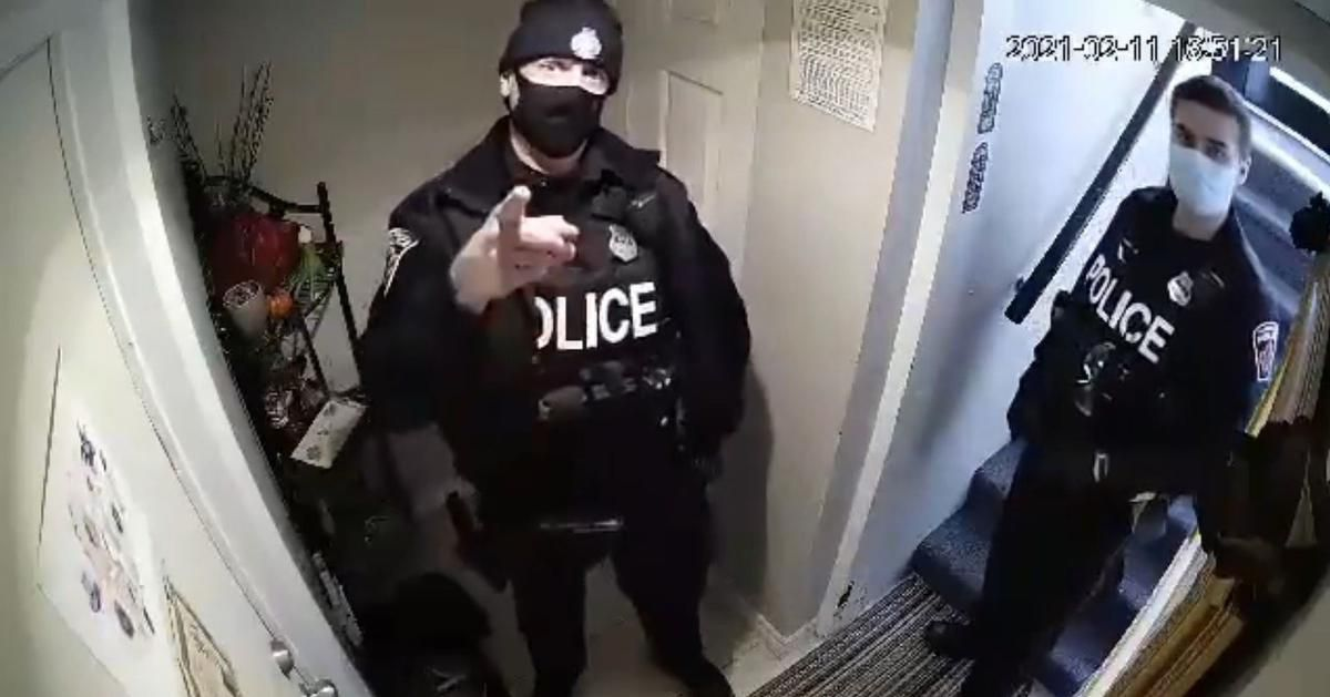Bully Cop lunges at citizen