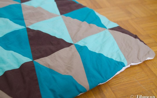 Le tapis de jeu patchwork triangles