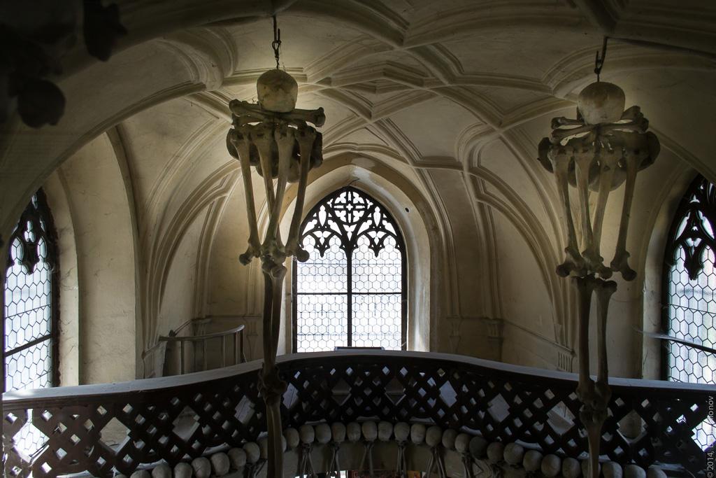 Балкон и светильники.