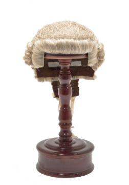 Парик английского юриста