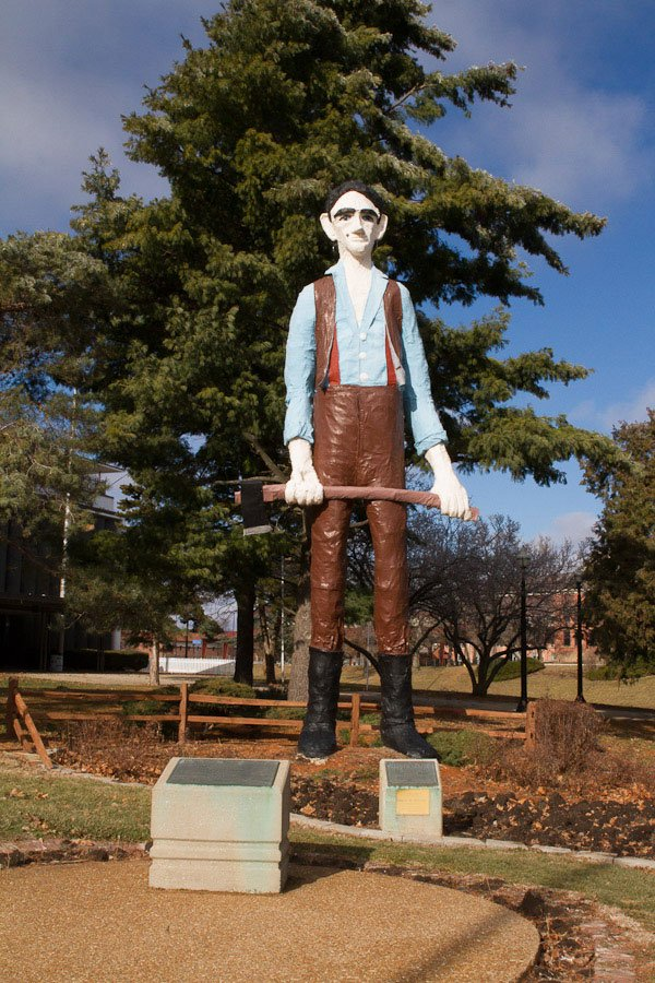 Giants on Route 66: Giant Skinny Lincoln