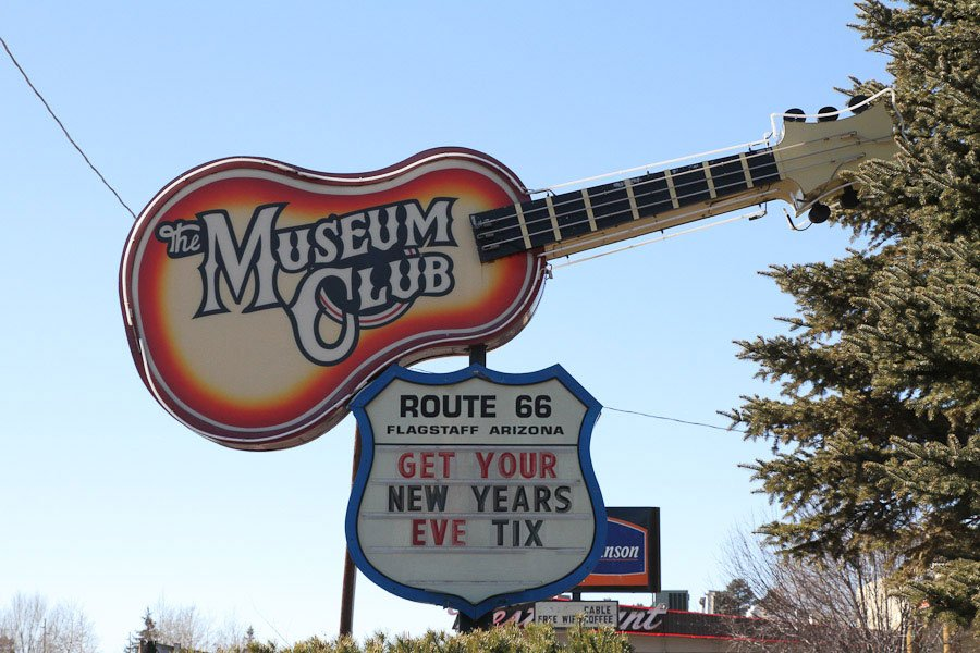 Giants along Route 66: Southwests largest log cabin & Giant tree stump & Guitar