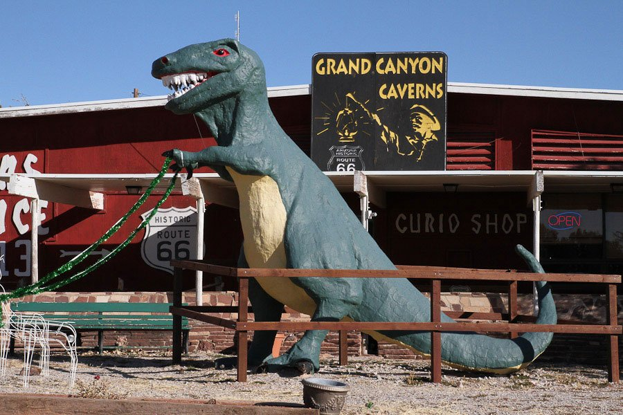 Giants along Route 66: T-Rex with 3 fingers!