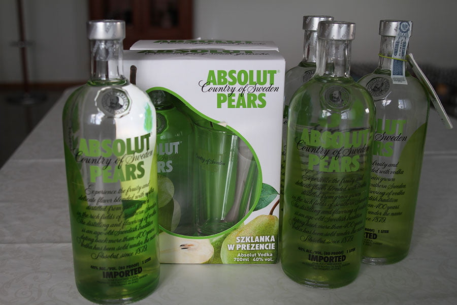 Absolut Pears 4 x 1 liter & 2 x 0,7 liter giftset with glass