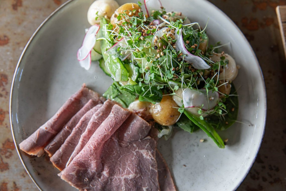 Salad with roast beef at kulinariet